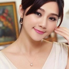 Women Lover's Cube Pendant Necklace - Gold
